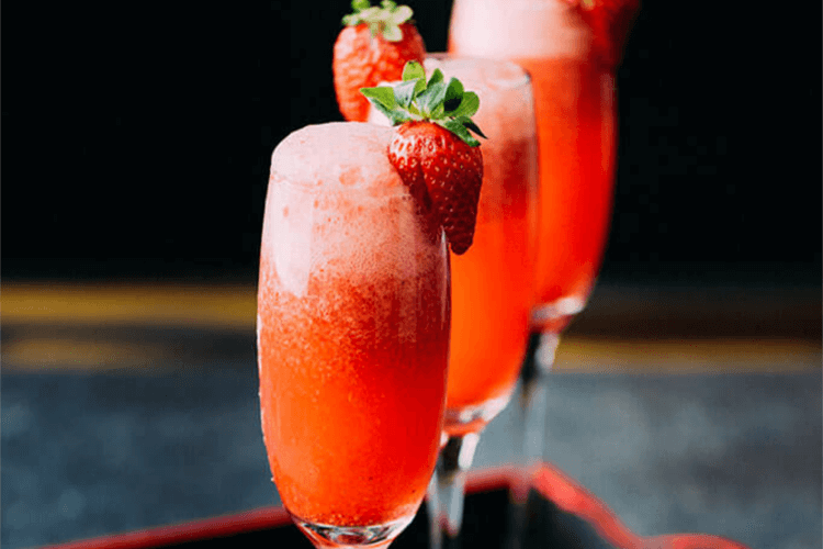 strawberry_lime_champagne_fizz_cocktail